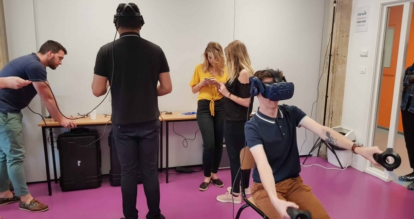 Virtual-creation-realite-virtuelle-casque-de-realite-virtuelle-initiation-strasbourg